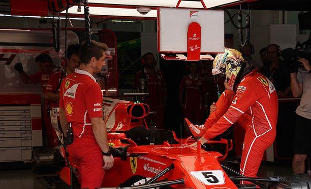 Sebastian Vettelin aika-ajo päättyi ennen aikojaan.