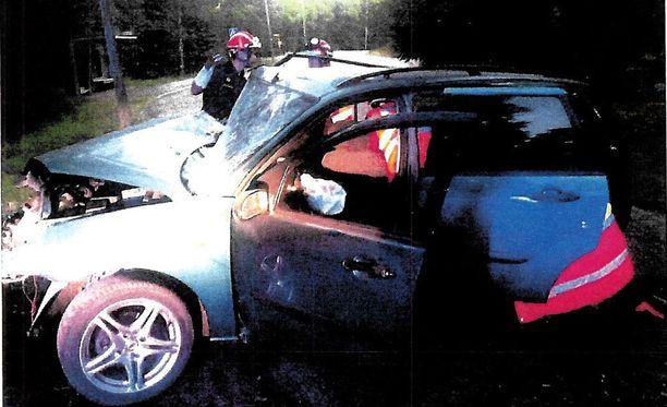 Onnettomuusauto oli vuosituhannen alun Ford Focus farmari.