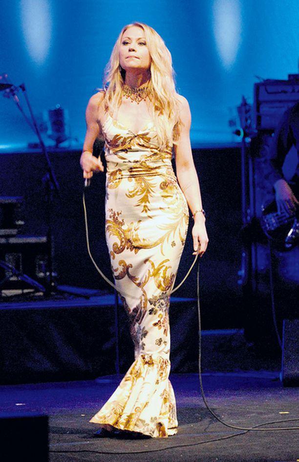 SAIRASTUI Vielä maaliskuussa Anna Eriksson esiintyi hehkeänä konserttikiertueen päätöskeikalla Finlandiatalossa.