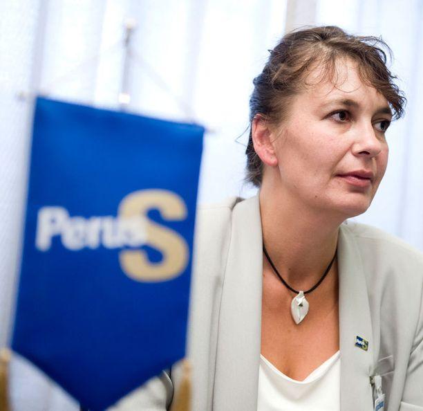 Puoluesihteeri Riikka Slunga-Poutsalo (ps) suomi Rinteen puheita kovin sanoin.