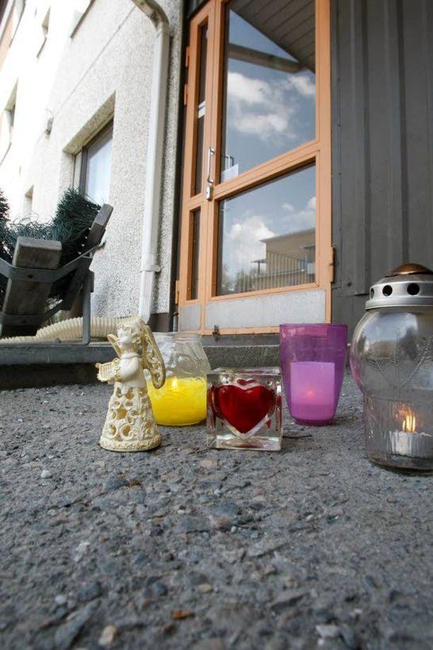 Viiden vauvan ruumiit löytyivät tiistaina Oulun Heinäpäästä kerrostalon kellarikomerosta. Poliisin mukaan lapset olivat lähes täysiaikaisia sikiöitä. Kaikki olivat vähintään 26-viikkoisia.