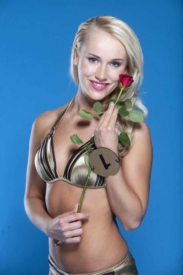 Vuonna 2013 Elina osallistui Miss Suomi -kisoihin.
