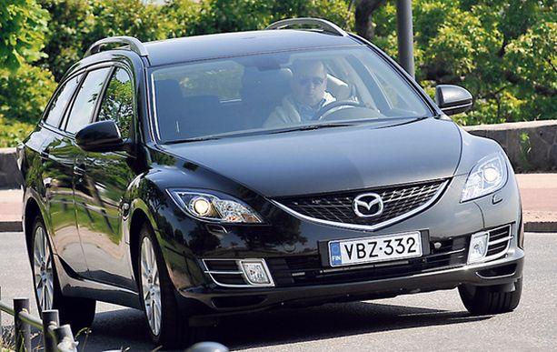 AJOSSA Mazda 6 tarjoaa letkeää etenemistä. Ohjausta voisi vielä tosin kehittää.