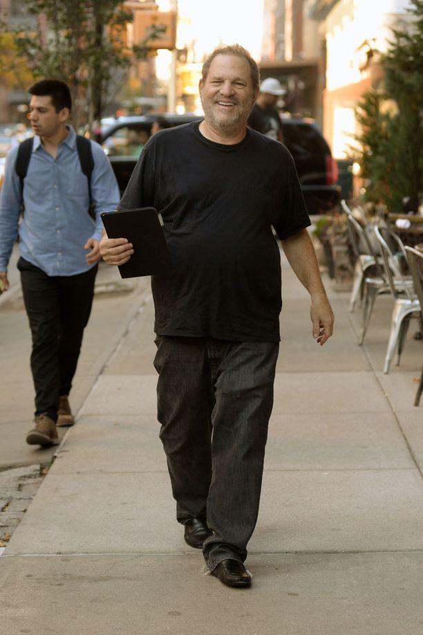 Tuottaja Harvey Weinstein kuvattiin marraskuun alussa hyväntuulisena ahdistelukohusta huolimatta.