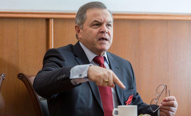 Avangard Omskin presidentti Vladimir Shajalev sanoo Raimo Summasta impulsiiviseksi ja räjähdysherkäksi.