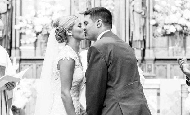 Peter Frates sai diagnoosin maaliskuussa 2012. Hieman yli vuosi sen jälkeen hän meni naimisiin Julien kanssa.