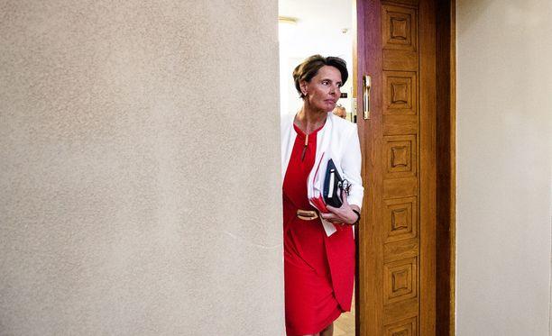 Liikenneministeri Anne Berner kuvattuna eduskunnassa vuonna 2016.