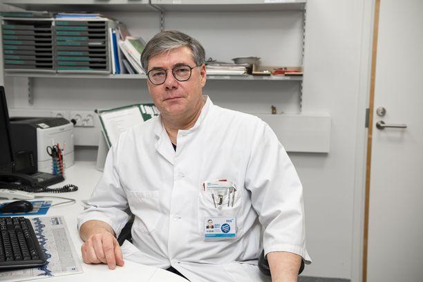 Ylilääkäri Asko Järvinen kertoo, että vuodeosastolla on syksyllä ollut yksittäisiä alle 30-vuotiaita potilaita. Pääosin potilaat painottuvat  40–50-vuotiaisiin.