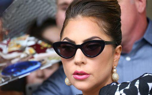 Lady Gagan yllättävä helletyyli – viisi erityistä asua!