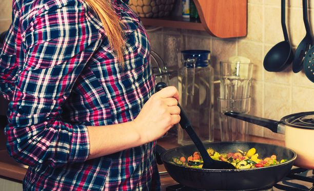 Oliiviöljy mielletään terveelliseksi ja moni käyttää sitä ruoanlaitossa. Se sopii parhaiten maustamiseen.