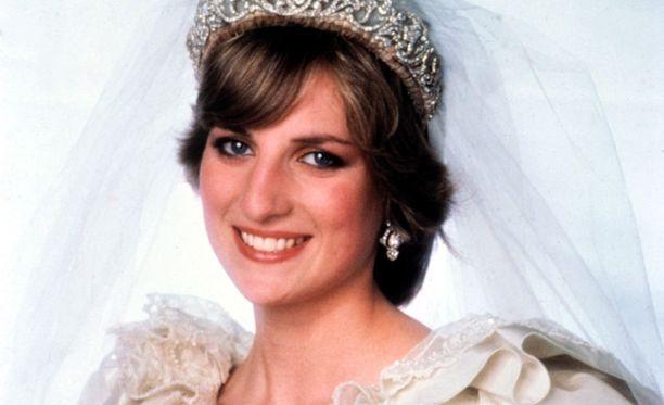 Lady Diana Spencer vihittiin Walesin prinssi Charlesin kanssa 29. kesäkuuta 1981.