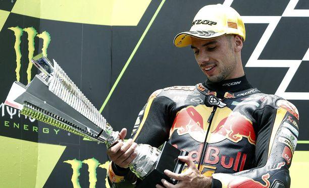 Oliveira selvisi kolarista säikähdyksellä ja nousi palkintokorokkeelle hyvävoimaisen näköisenä.