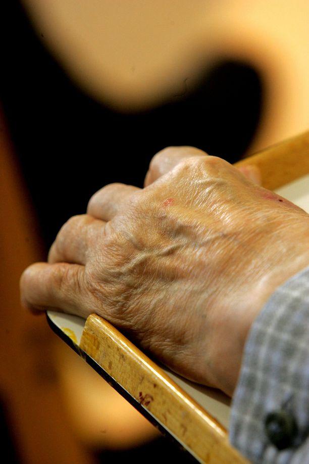 Kotihoidossa ollut vanhus joutui olemaan hoidotta kaksi päivää ja viisi tuntia.