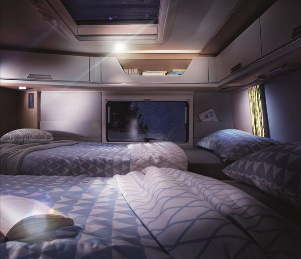 Smoven makuuhuoneeseen voi valita erillissängyt tai poikittaisen parivuoteen.