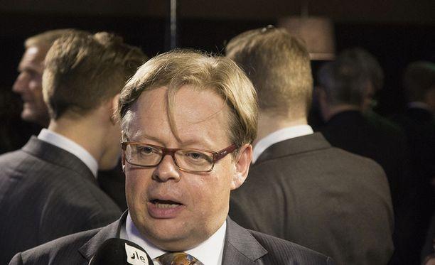 """Juhana Vartiainen kirjoitti aiemmin Twitterissä, että jos jokaisella on velvollisuus elättää itsensä -väitettä pidetään """"laajasti provosoivana virheenä"""", niin hänen oli korkea aika lähteä politiikkaan."""