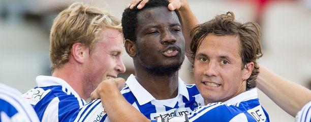 Sebastian Mannström (oikealla) lähtee HJK:sta. Oussou Konan (keskellä) häipyi jo aiemmin.