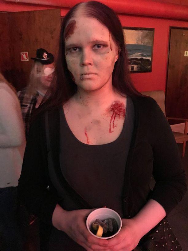 Assi Toivonen kertoi olevansa sekä hyvisten että pahisten puolella. Hän tunnustautui suosikkihahmojen olevan zombeja.