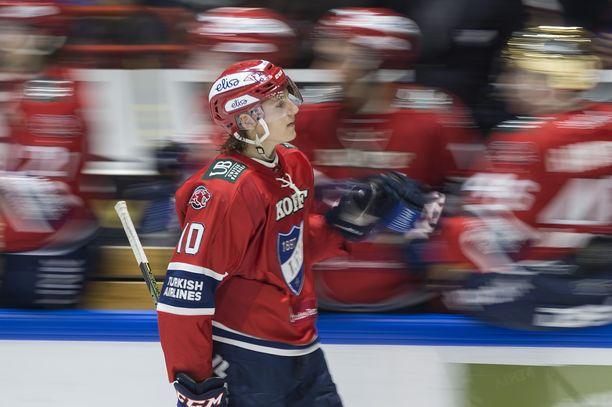 Roope Hintz pelasi toissakaudella HIFK:ssa. Viime kaudella tamperelainen kiekkoili Dallasin farmiseurassa.