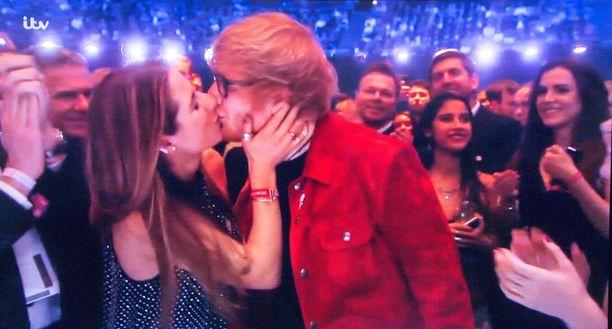 Ed Sheeran kihlasi tyttöystävänsä Cherry Seabornin tammikuussa.
