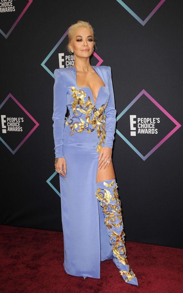 Voimanainen! Oran asu vuoden 2018 People's Choice Awards -gaalassa on yhdistelmä boss lady -asennetta ja futurismia.