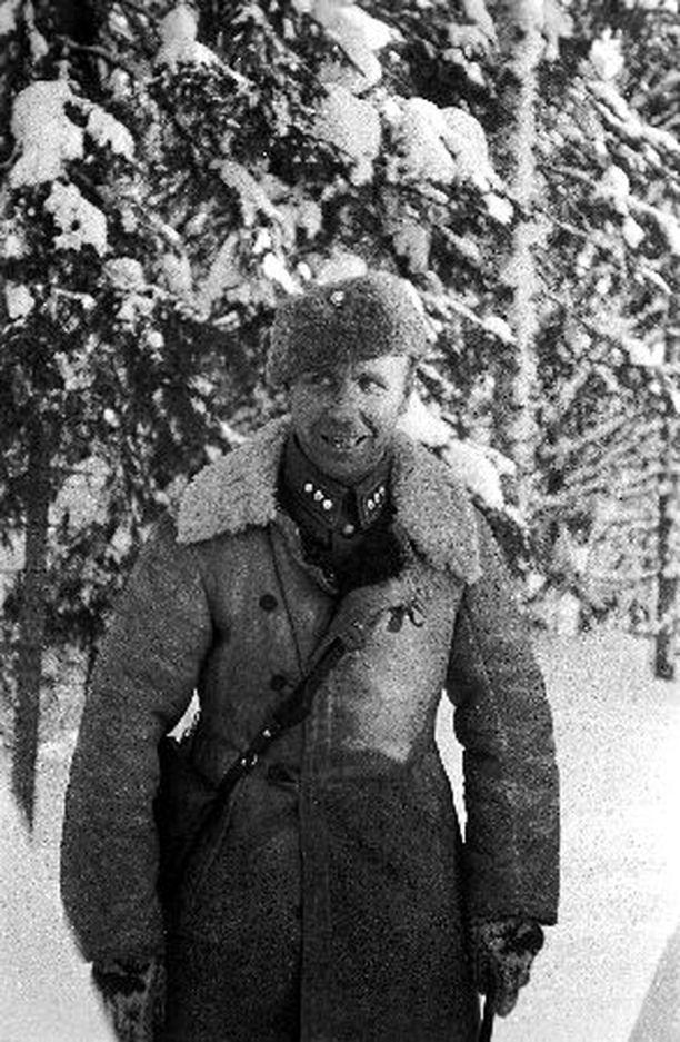 Aarne Juutilainen kertoi talvisodassa miehilleen kokemuksistaan muukalaislegioonassa.