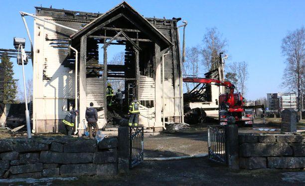 Ylivieskan kirkko sytytettiin tahallaan tuleen maaliskuussa.
