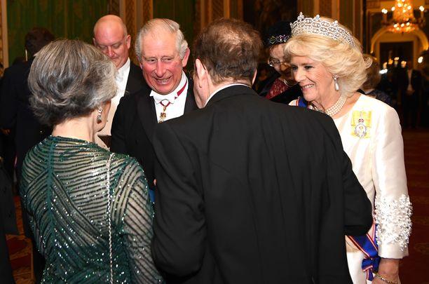 Prinssi Charles ja herttuatar Camilla pitivät juhlavieraille seuraa.