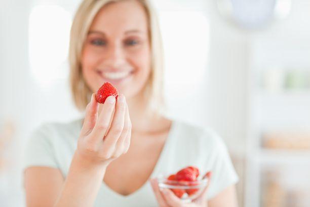 Mansikka on terveyspommi. Suurina määrinä se toimii kuitenkin varsinaisena ummetuksen estäjänä etenkin herkkävatsaiselle.