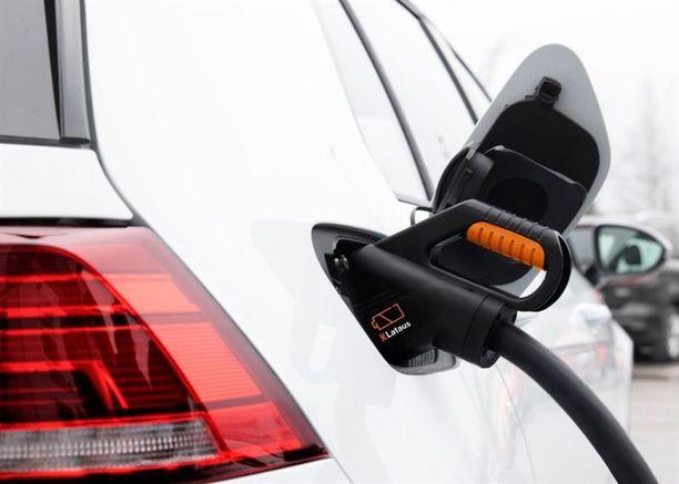Pikalaturilla tavallisen sähköauton akku latautuu 80-prosenttisesti täyteen noin 40 minuutissa.