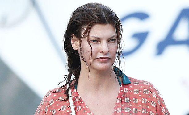 Tältä Linda Evengelista näytti uimareissulla Monacossa elokuussa.