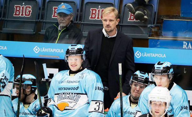 Päävalmentaja Petri Matikainen kiittelee Kangasniemeä aiempaa viisaammasta pelistä.