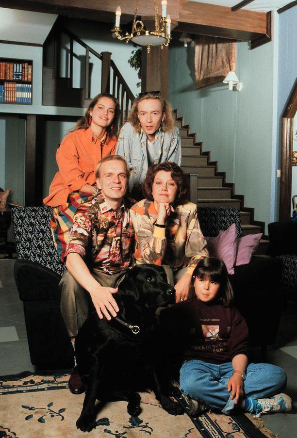 Vuosina 1990-1991 esitetty televisiosarja Ruusun aika teki Katja Kiurusta koko kansan tunteman tähden. Sarja keräsi parhaimmillaan jopa 1,6 miljoona katsojaa. Tunnettuus ajoi Kiurun ulkomaille.
