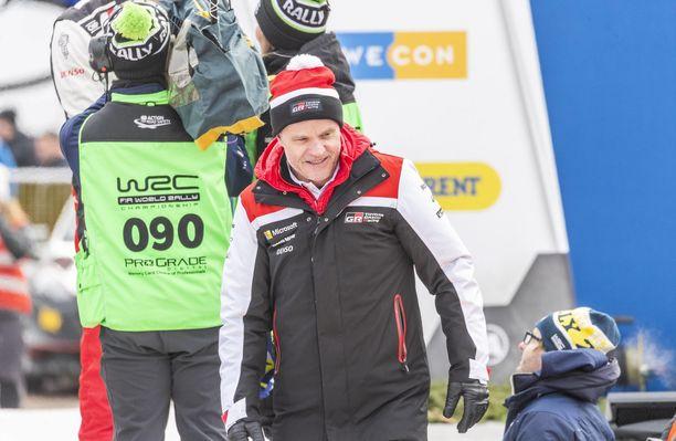 Videolla annettiin ymmärtää, että Tommi Mäkinen ajoi Toyotan WRC-autoa.