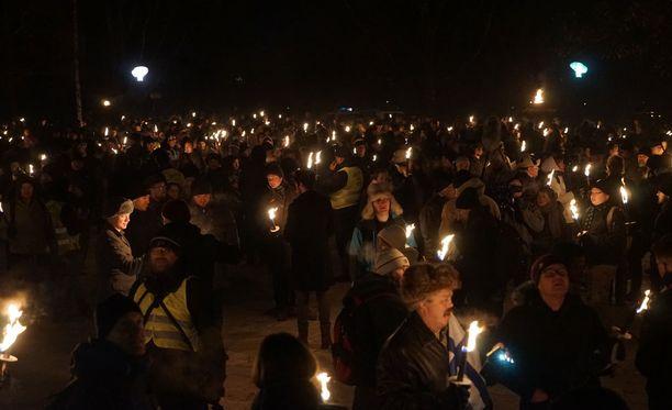 Soihtukulkueessa oli noin 2000 henkilöä.