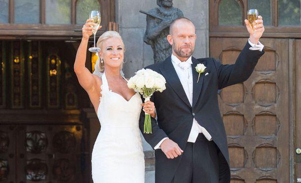 Nanna ja Jere Karalahti vihittiin 1.8.2015 Johanneksen kirkossa.