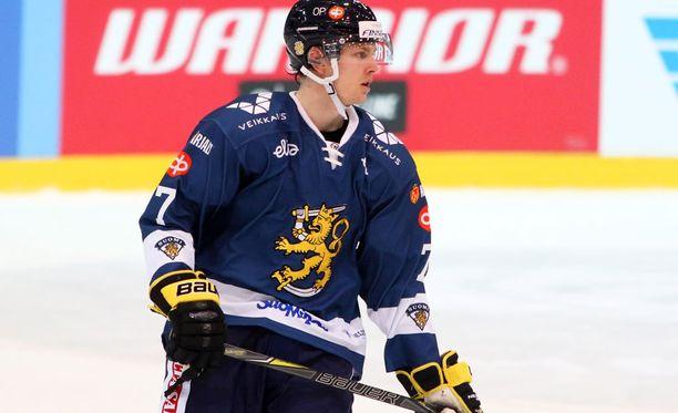 Urho Vaakanainen debytoi kuluneella kaudella myös A-maajoukkueessa EHT-otteluissa.