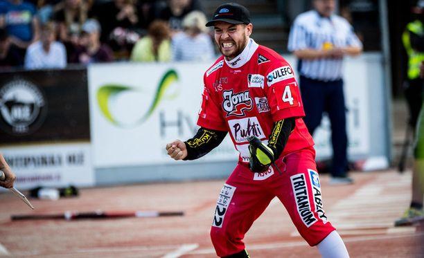 Joensuun lukkari Juha Puhtimäki oli tuttuun tapaan isossa roolissa joukkueensa voittaessa Superpesiksen toisen finaalin. Puhtimäki nollasi Kouvolan sisäpelin ja löi 1+1 juoksua.