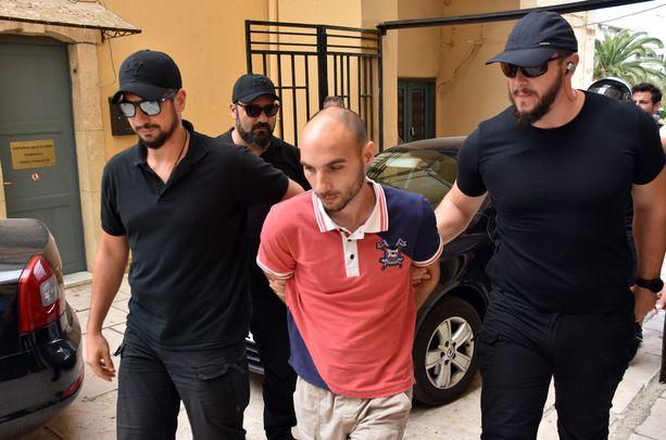 Papin poika ja kahden lapsen isä Yiannis Paraskakis on tunnustanut raiskauksen ja murhan.