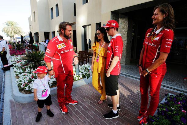 Robin tutustuu Ferrari-väkeen.