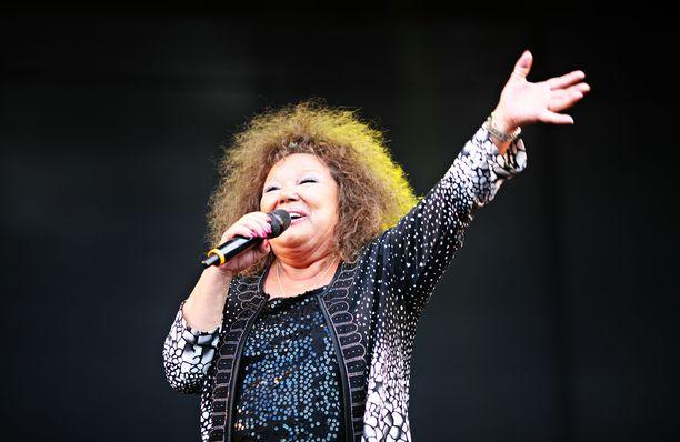 Kuvassa Anita Hirvonen esiintymässä vuonna 2014 Miljoonaiskelmä-tapahtumassa.