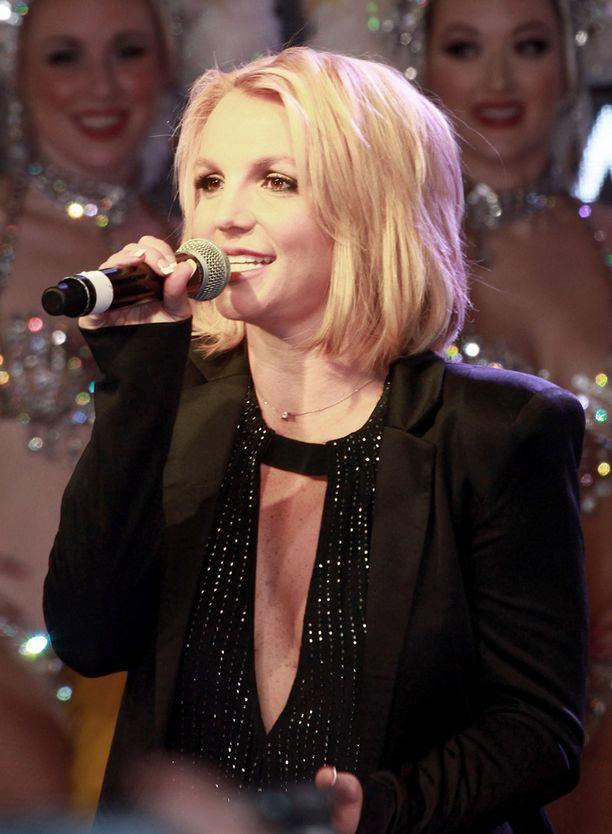 Vuosi 2007 oli vaikea Britneylle. Edesmennyt Sundahl oli tällöin tukena.