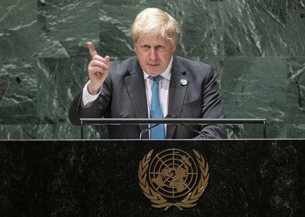 Boris Johnson heristi sormeaan maailman maille YK:n yleiskokouksessa New Yorkissa.