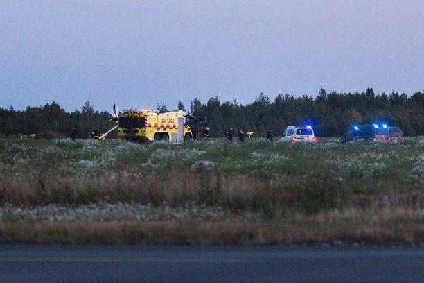 Ultrakevyt lentokone putosi lähdön jälkeen maahan Tampere-Pirkkalan lentokentällä keskiviikkoiltana.