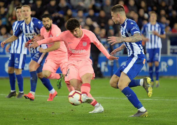 Carles Aleñalle (keskellä punaisessa) iski kauden toisen maalinsa La Ligassa.