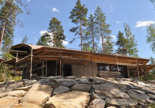 Rakennusprojekti kohtasi myös vaikeuksia.