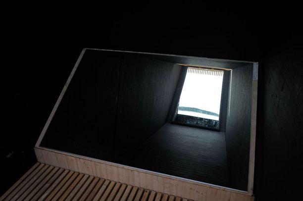 Periskooppitornin ytimessä on peilejä, jotka toimivat kuten periskooppi.