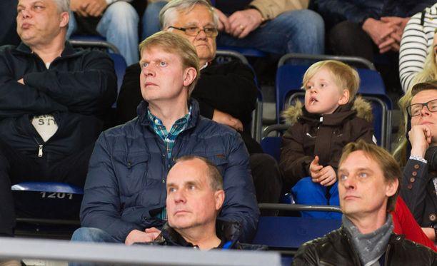 Tuoretta kuvaa Hakametsästä: Jukka Rautakorpi seuraa paikallispeliä paikan päällä.