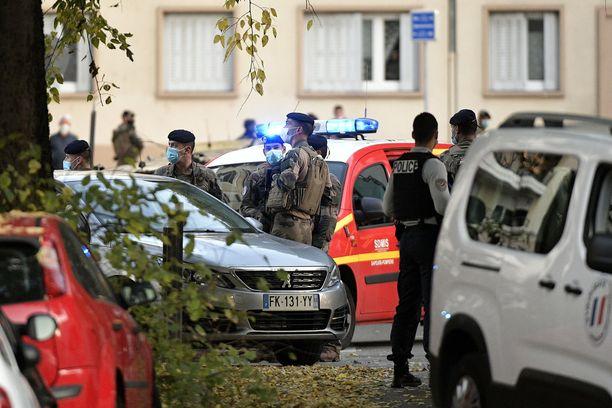 Ortodoksipappi haavoittui, kun häntä ammuttiin Ranskan Lyonissa lauantaina.