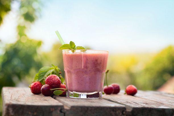 Kesäisellä terassilla voi hyvinkin mennä kurkusta alas suurin osa päivän kalorien saantisuosituksesta.