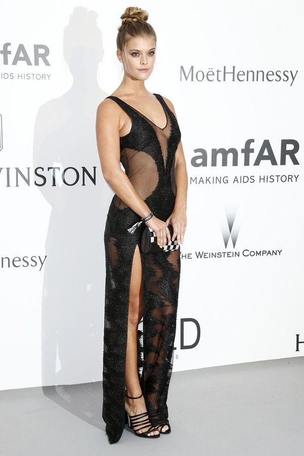 Tanskalaismalli Nina Agdal nähtiin toukokuussa Cannesin elokuvajuhlilla asussa, joka ei jättänyt paljon arvailujen varaan.